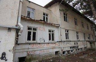 Eski hastane binası hurdaları karşılığında...