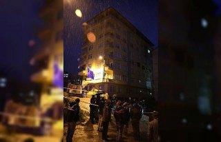 Rize'de 8 katlı bina tahliye edildi