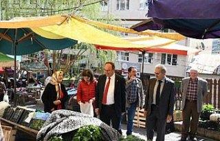 Artvin Belediye Başkanı Elçin, semt pazarını...