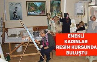Emekli kadınlar resim kursunda buluştu