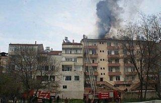 Vezirköprü'de çatı yangını