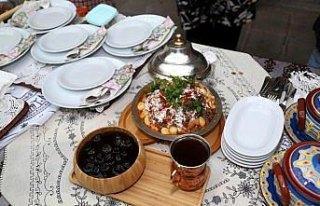 Yöresel lezzetler 600 yıllık handa yarıştırıldı