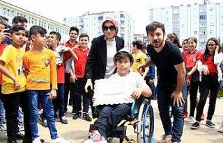 Bedensel engelli Sadık karnesini tango yaparak kutladı
