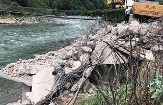 Fırtına Vadisi'nde kaçak yapıların yıkımı...