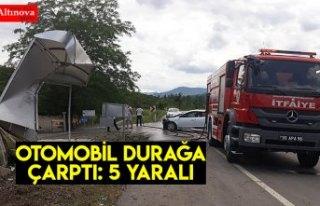 Samsun'da otomobil otobüs durağına çarptı:...