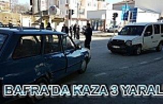 Bafra'da iki otomobilin çarpışması sonucu 3 kişi...