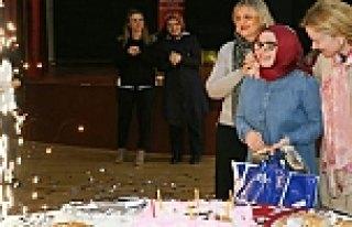 Bakan Eşinden Engelli Genç Kıza Doğum Günü Sürprizi