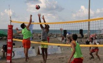 Yakakent'te plaj voleybolu düzenlendi