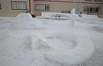 Bayburt Üniversitesi öğrencileri buzu sanata dönüştürdü
