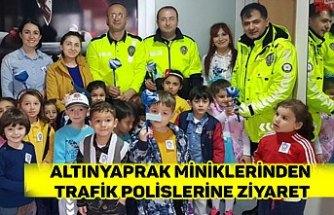 ALTINYAPRAK MİNİKLERİNDEN TRAFİK POLİSLERİNE ZİYARET