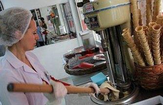 Bafra dondurması yapımı öğretiliyor