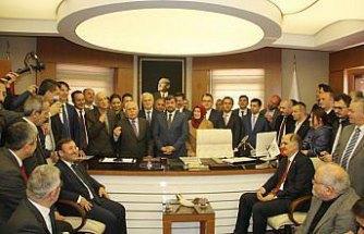 Giresun Belediye Başkanı Şenlikoğlu, mazbatasını aldı