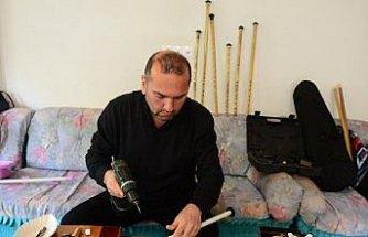 Müzik tutkunu imam fırça sapından ney yapıyor