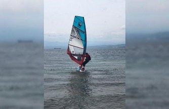 Sörf tahtasıyla dünya turuna devam ediyor