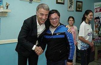 Trabzonspor Kulübü Başkanı Ağaoğlu, engelli çocuklarla buluştu