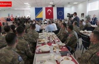 Cumhurbaşkanı Erdoğan Butmir'deki Türk askerlerini ziyaret etti