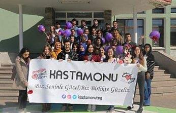 Üniversite öğrencileri kadın işçilerin Kadınlar Günü'nü kutladı