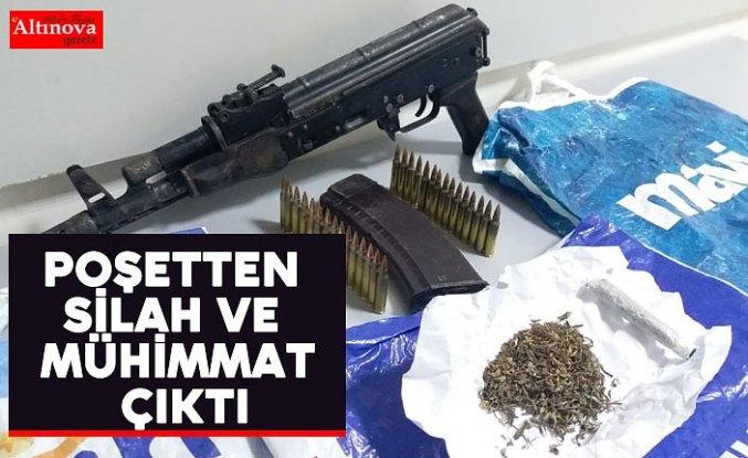 Araçtan atılan poşetten silah ve mühimmat çıktı