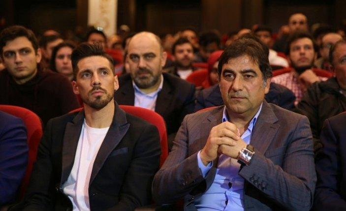 Ünal Karaman ve Trabzonsporlu futbolcular, öğrencilerle buluştu