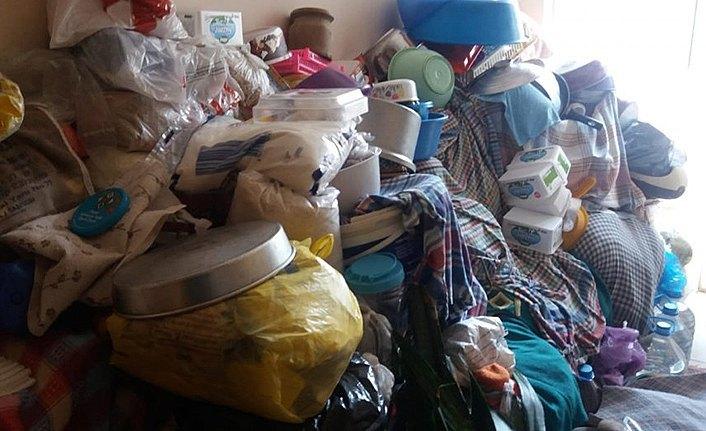 Bafra'da 2 yaşlı kadının yaşadığı evden 1 kamyon çöp çıktı