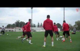 Samsunspor U19 Antrenörü Eşliğinde Antremanlara devam ediyor.